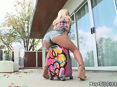 cute-blonde-big-ass-girl-loves-showing-part4