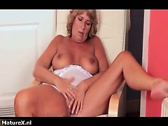 Nasty mature slut goes crazy fingering part1