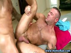 straight-guy-turns-gay-and-gives-cumshot