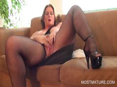 busty-mature-pleasing-twat-on-couch
