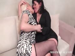 lesbo-mature-couple-tongue-kissing