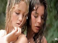 gentle-girls-in-the-rain