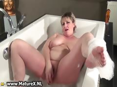 old-experienced-mom-is-taking-part5
