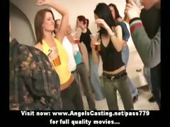 amateur-amazing-sexy-girls-undressing-and-kissing-on-a-party