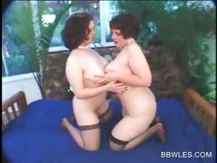 bbw-lesbo-in-stockings-gets-pussy-licked-in-close-up